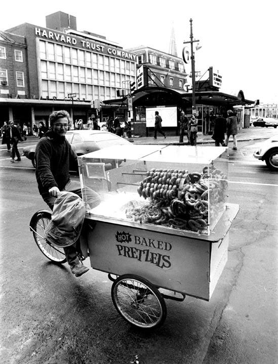 Harvard-Squre-book-bike