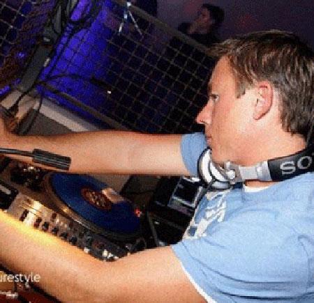 DJ main